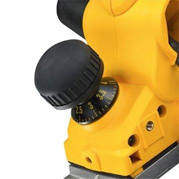 DeWalt Elektrohobel/ Hobel (1,050 Watt, Hobelbreite 82 mm, max. Hobeltiefe 4 mm, Hobelstärke in 1/10 mm-Schritten schnell und präzise einstellbar, für harte Holzarten geeignet, inkl. Zubehör) D26500 - 4
