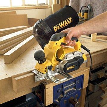 DeWalt Elektrohobel/ Hobel (1,050 Watt, Hobelbreite 82 mm, max. Hobeltiefe 4 mm, Hobelstärke in 1/10 mm-Schritten schnell und präzise einstellbar, für harte Holzarten geeignet, inkl. Zubehör) D26500 - 8